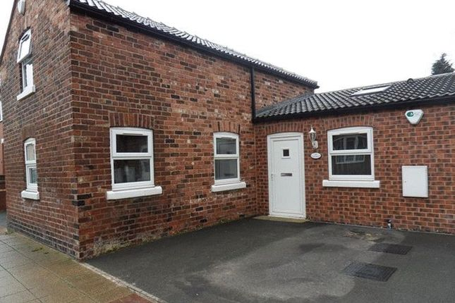 Thumbnail Semi-detached house to rent in Roundhill Road, Castleford