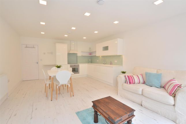 Thumbnail Flat to rent in Leicester Road, Barnet, Hertfordshire