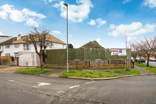 Thumbnail Property for sale in Derwent Avenue, London