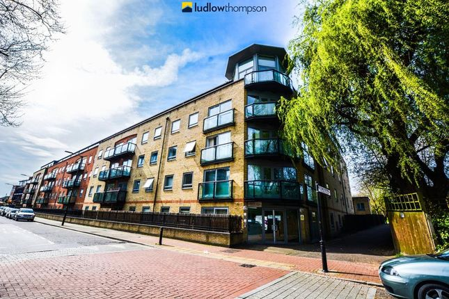Thumbnail Flat to rent in Rotherhithe Street, London
