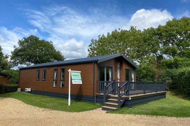 2 bed mobile/park home for sale in Southampton Road, Fordingbridge SP6