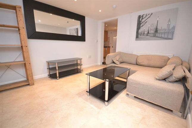 Flat to rent in London Road, Earley, Reading