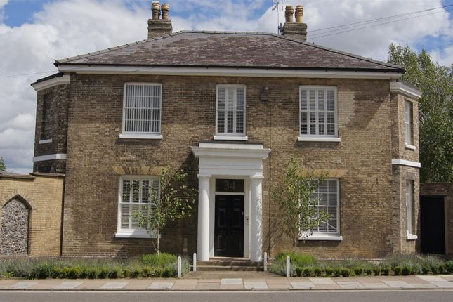 Thumbnail Flat for sale in Southgate Street, Bury St. Edmunds
