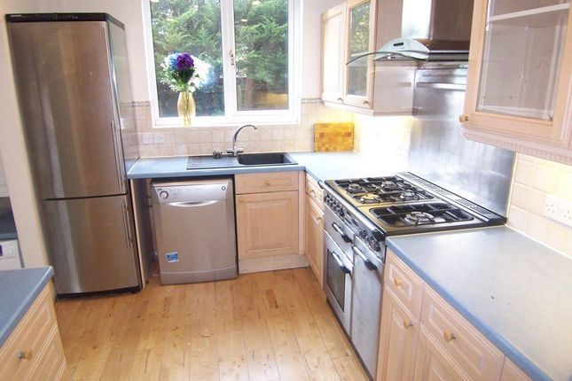 Thumbnail Property to rent in Alverstone Road, New Malden