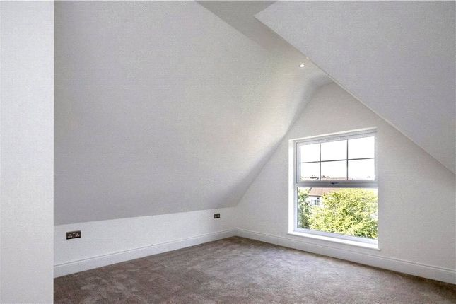 Picture No. 19 of Grand Drive, Raynes Park SW20