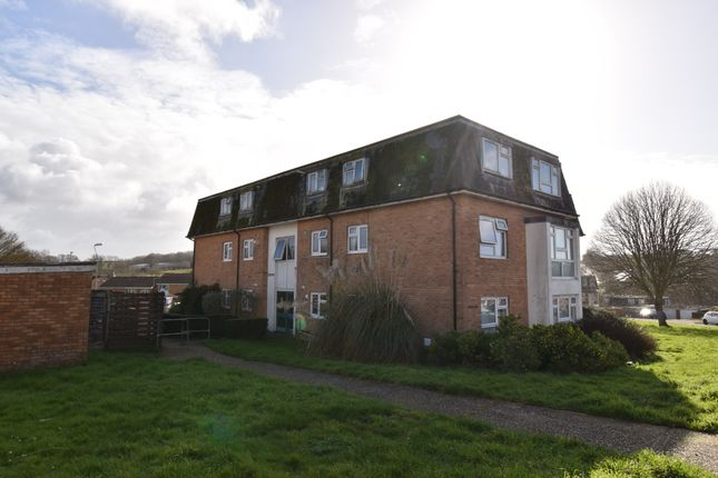 2 bed flat to rent in Cheshire Road, Exmouth EX8