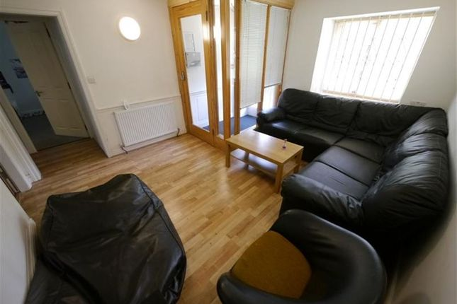 Thumbnail Property to rent in Hyde Park Corner, Leeds