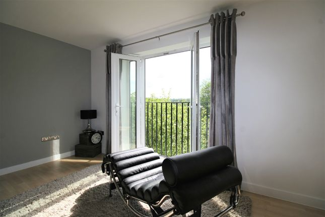 Thumbnail Flat for sale in Tapton Lock Hill, Chesterfield