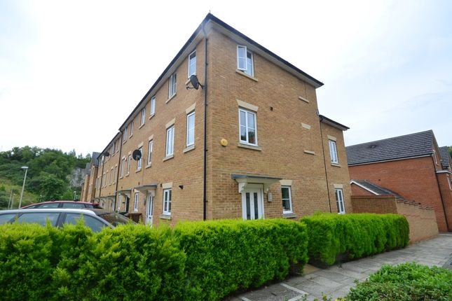 3 bed town house to rent in Sarafand Grove, Rochester ME2