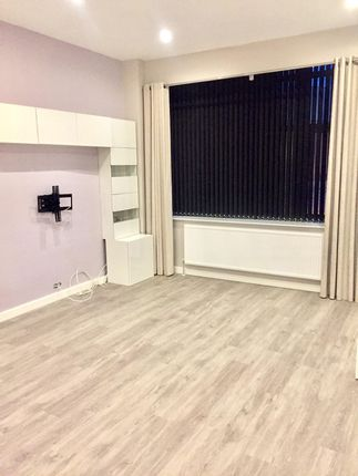 Thumbnail Flat to rent in Sterling Court, Mundells, Welwyn Garden City