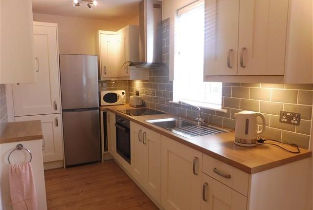 Thumbnail Flat to rent in London Road, Cowplain, Waterlooville