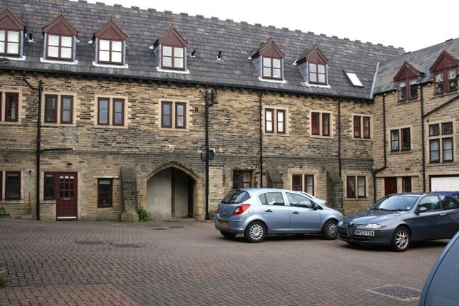2 bed flat to rent in Chester Road, Boothtown, Halifax HX3