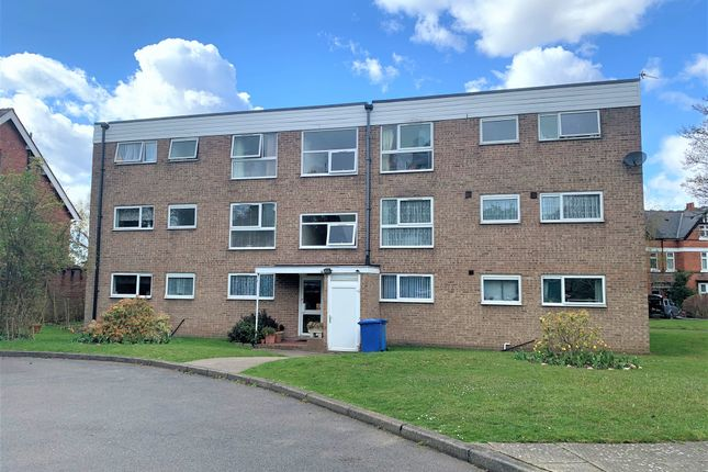 3 bed flat for sale in Kineton Green Road, Solihull B92
