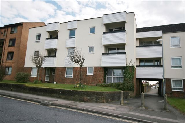 2 bed flat for sale in Stuart Court, Regal Close, Portsmouth, Hampshire