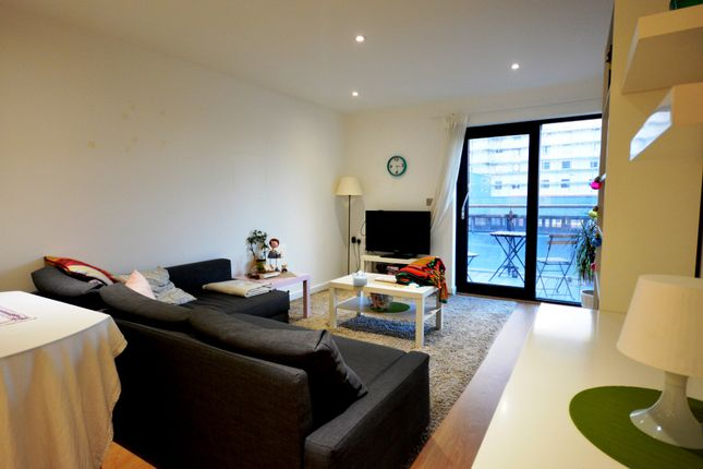 Thumbnail Flat for sale in Admirals Quay, Ocean Village, Hampshire