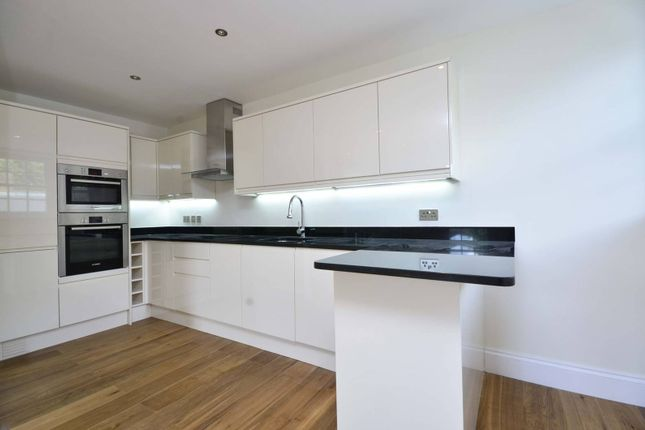 Thumbnail Flat to rent in Regents Park Road, Finchley, London