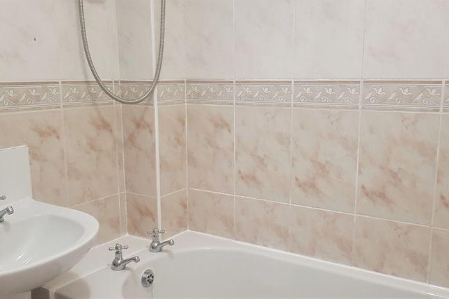 Bathroom of Beech Court, Coltman Street HU3