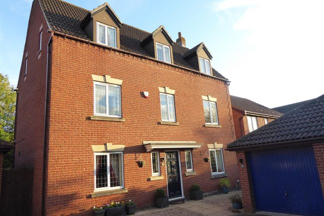 Thumbnail Detached house for sale in Badgers Gate, Dunstable
