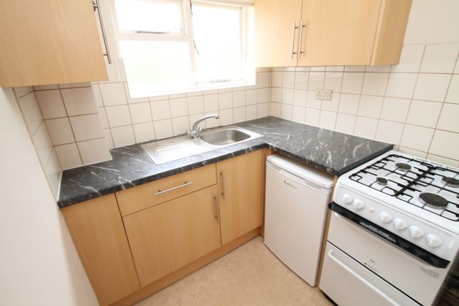 Thumbnail Flat to rent in Southlands Road, Wokingham