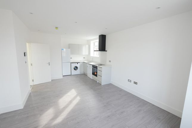 Thumbnail Flat to rent in Station Crescent, Ashford