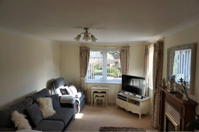 Thumbnail Property for sale in Lucas Gardens, Luton