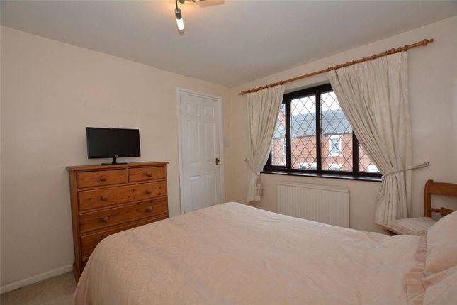 Picture No. 30 of Oakwood Drive, Rothwell, Leeds LS26