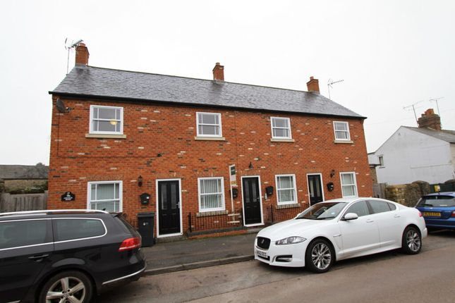 1 bed flat to rent in Church Road, Brackley, Northamptonshire NN13