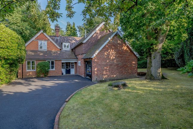 5 bed detached house to rent in Burleigh Road, Ascot, Berkshire SL5
