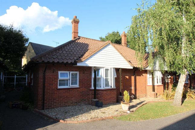 1 bed flat for sale in Bridgecote Lane, Laindon, Basildon SS15