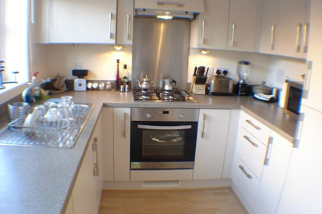 Thumbnail End terrace house to rent in Eltham Avenue, Slough, Berkshire.
