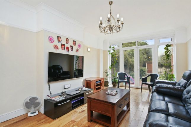 5 bed terraced house to rent in Kingfield Road, London