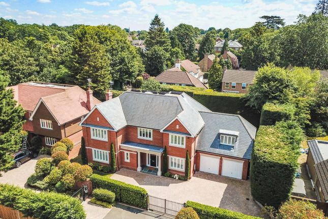 Thumbnail Detached house for sale in Manor Walk, Weybridge