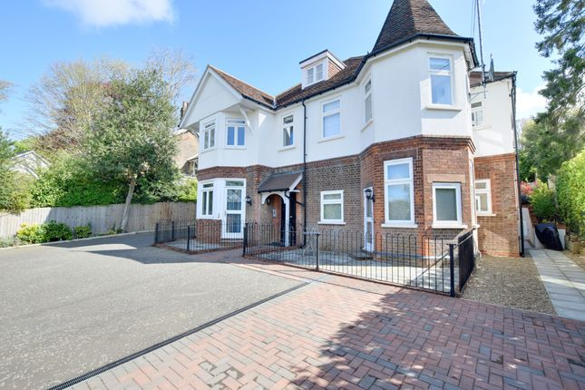 2 bed flat to rent in Charlewoode House, Common Road, Chorleywood WD3