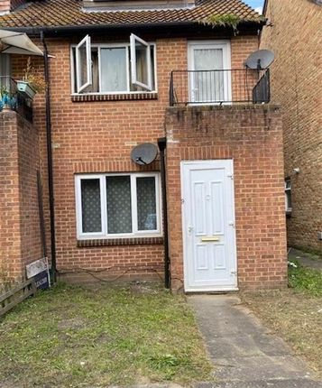 Thumbnail Maisonette to rent in Wallace Close, Thamesmead, London