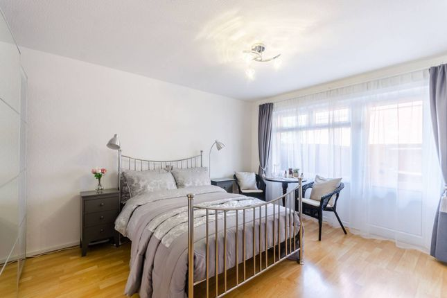 4 bed flat to rent in Churchill Walk, Homerton, London E9