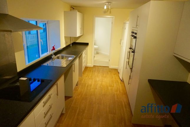 Thumbnail Shared accommodation to rent in Midland Road, Luton, Bedfordshire