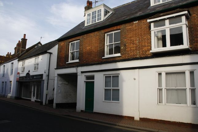 Thumbnail Flat to rent in Wheelers Yard, High Street, Great Missenden