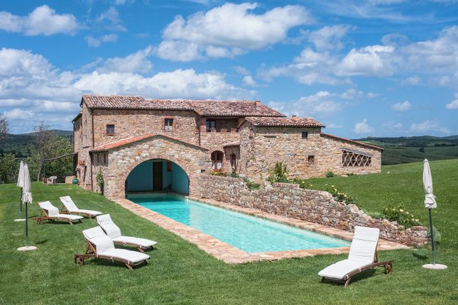 Thumbnail Country house for sale in Pienza, Tuscany, Italy