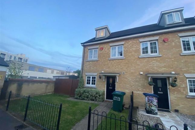 Thumbnail Town house to rent in Brownlow Close, New Barnet, Barnet