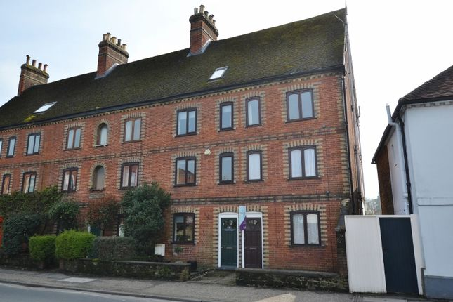 Thumbnail Flat to rent in Petersfield Road, Midhurst