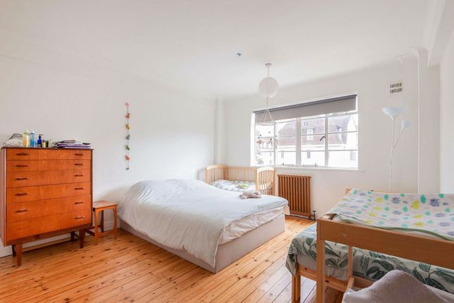 Bedroom of Corner Fielde, Streatham SW2