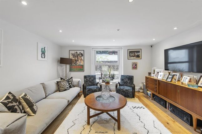 4 bed flat for sale in Kenninghall Road, London E5