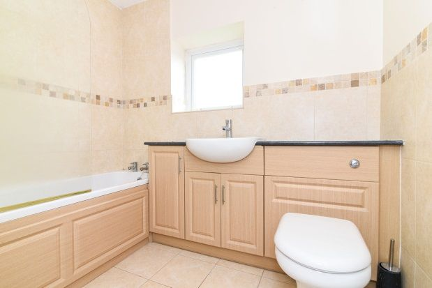 2 bed flat to rent in Nibley Close, Worcester
