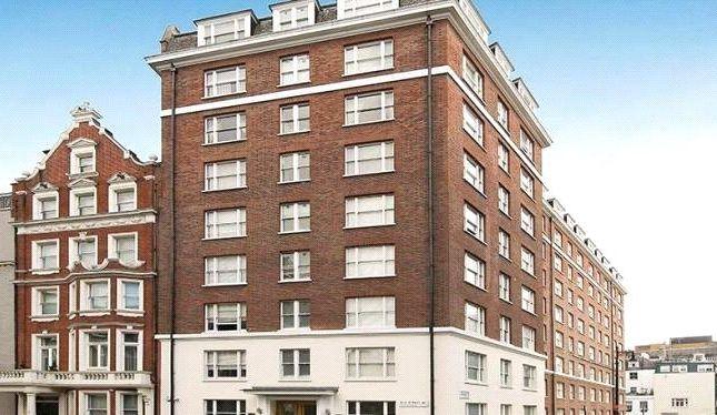 Building of 39 Hill Street, Mayfair, London W1J