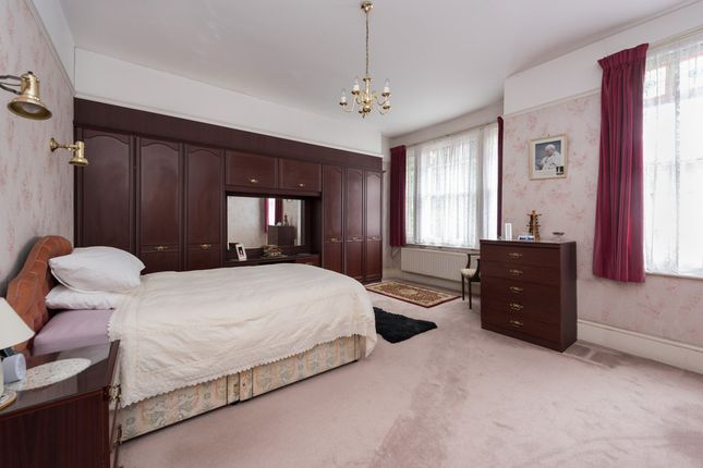 Thumbnail Terraced house for sale in Gladsmuir Road, London