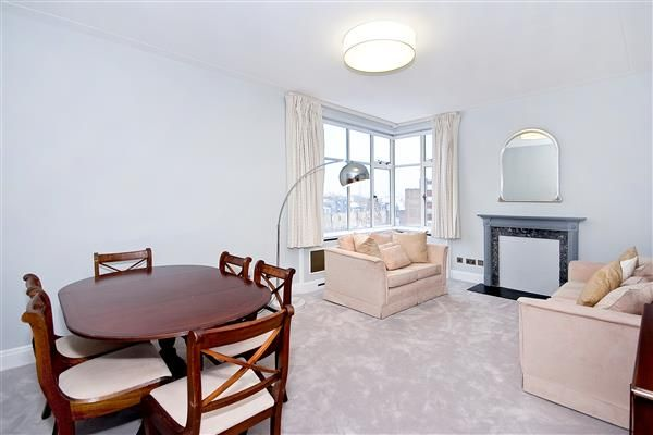 Thumbnail Flat for sale in Lowndes Square, London