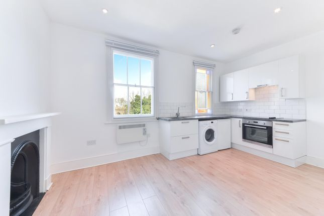 Flat to rent in Upper Richmond Road, London