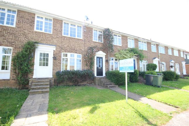 3 bed property to rent in Oakfields, Guildford