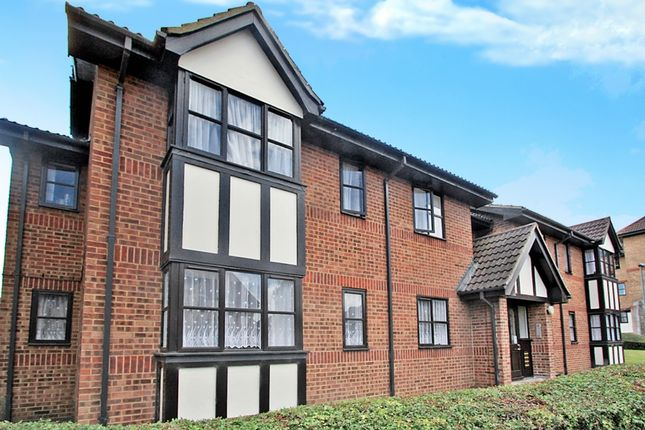 Thumbnail Flat to rent in Hardwick Crescent, Dartford