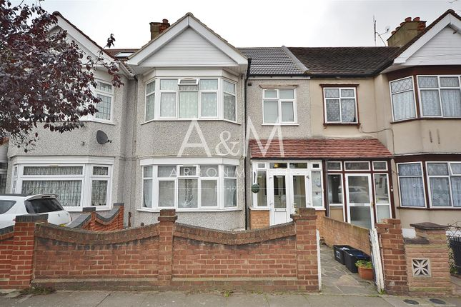 Thumbnail Terraced house for sale in Springfield Drive, Ilford